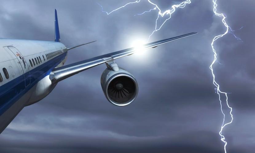 Электроника сгоревшего суперджета отключилась после удара молнии в нос самолета