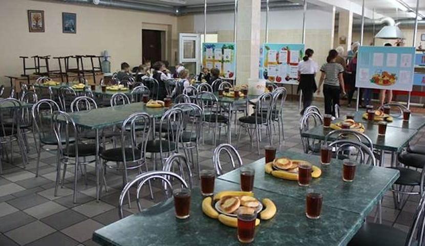 Мэр Казани приказал чиновникам и депутатам питаться в школьных столовых