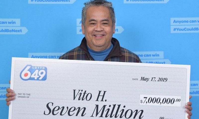 Школьный уборщик выиграл в лотерею 337 млн и даже не думает увольняться