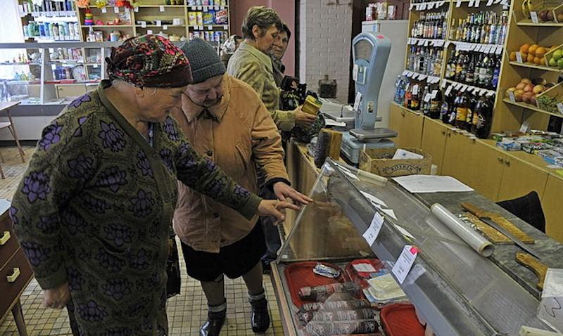 В России начнут закрываться магазины. Алкоголь исчезнет, а цены на продукты взлетят