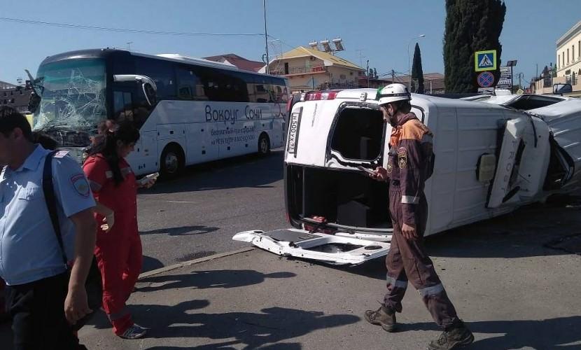 В Сочи столкнулись два туристических автобуса