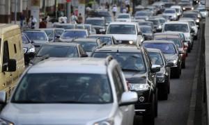 Российские водители признали использование телефонов за рулем опасным