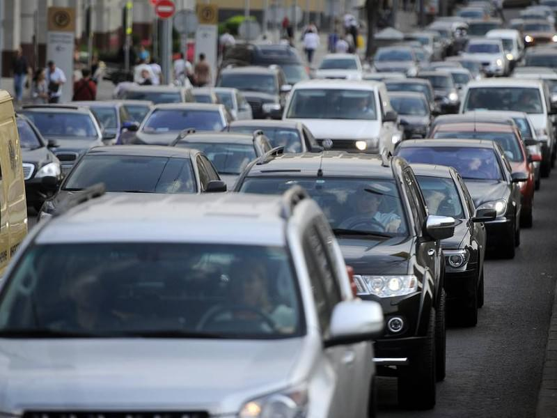 Новые и подержанные автомобили подскочили в цене