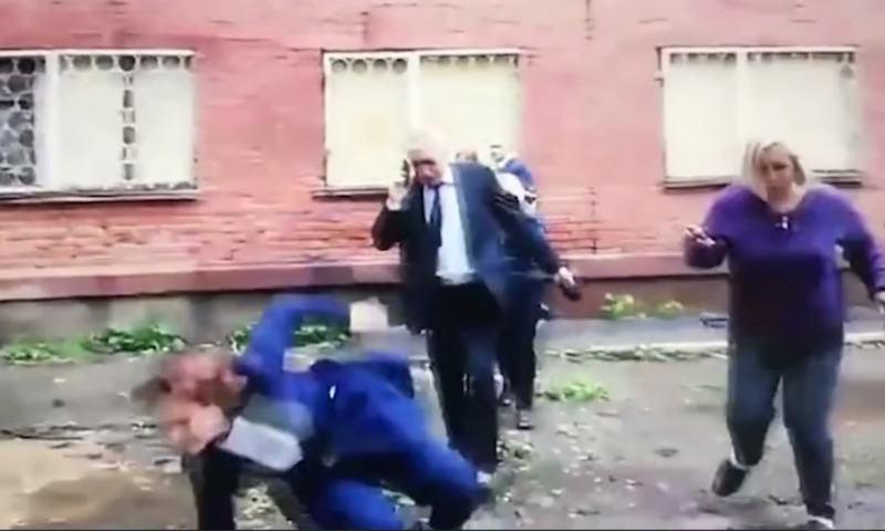 Мэр не одолела лужу. Падение руководителя Омска в грязь рискует стать мемом