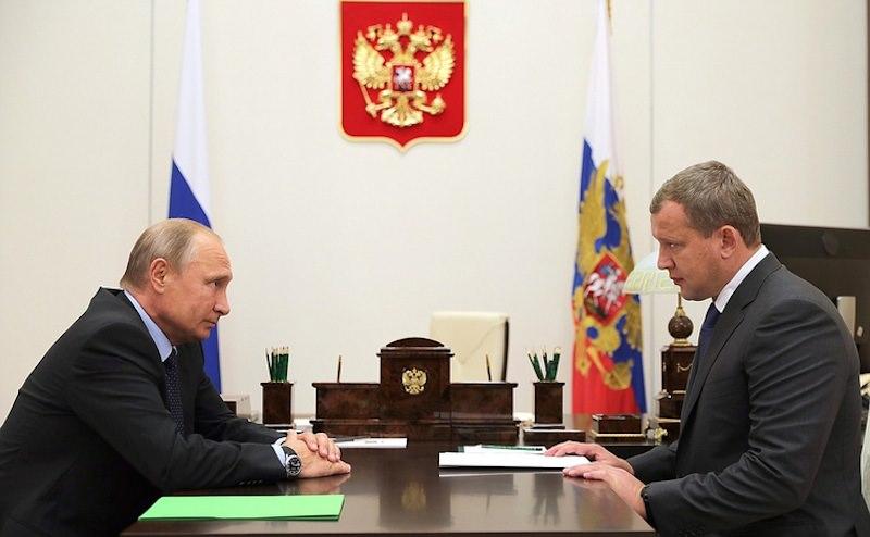 Недосидел до выборов: Путин отправил в отставку губернатора