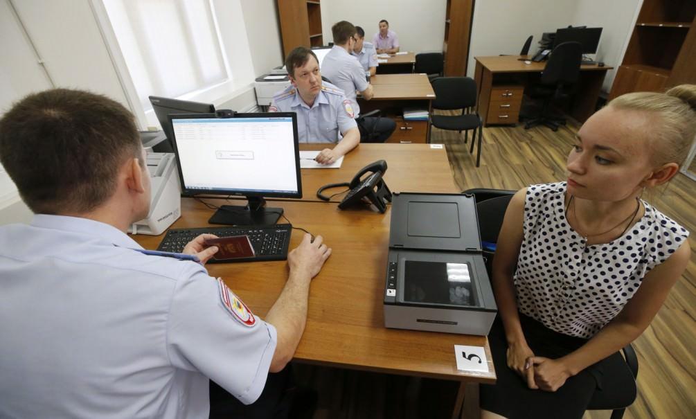 Жителям Донбасса начали выдавать российские паспорта