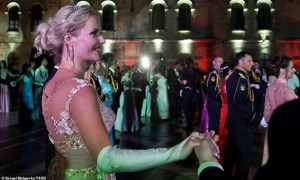 Без татуировок: на Западе  восхитились красотой  россиянок на балу в Крыму