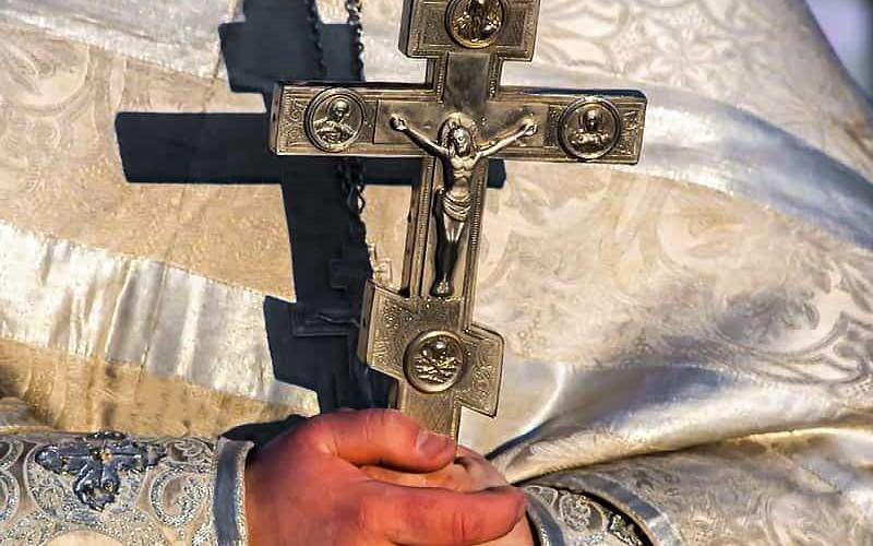 Суд разрешил РПЦ вернуть часть долга молитвами