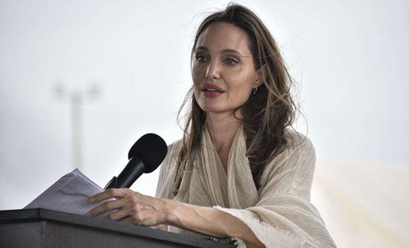Анджелина Джоли потеряла сознание от истощения