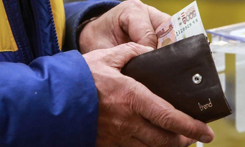 Названы причины падения доходов россиян