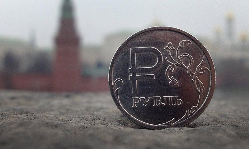 Эксперт спрогнозировал победу рубля над долларом к концу года