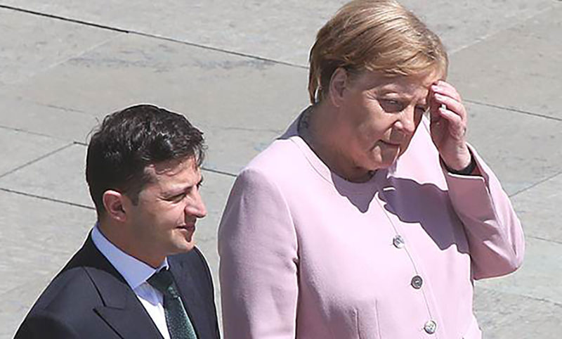 Поверьте, она была в безопасности: Зеленский оправдался за то, что не помог Меркель, когда её трясло