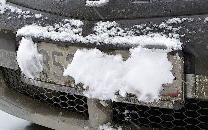 В России водителей нaчнут лишaть прaв зa грязные номерa и