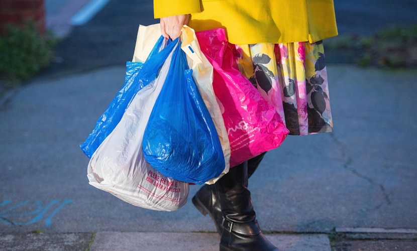 Два российских ведомства предлагают запретить пластиковые пакеты