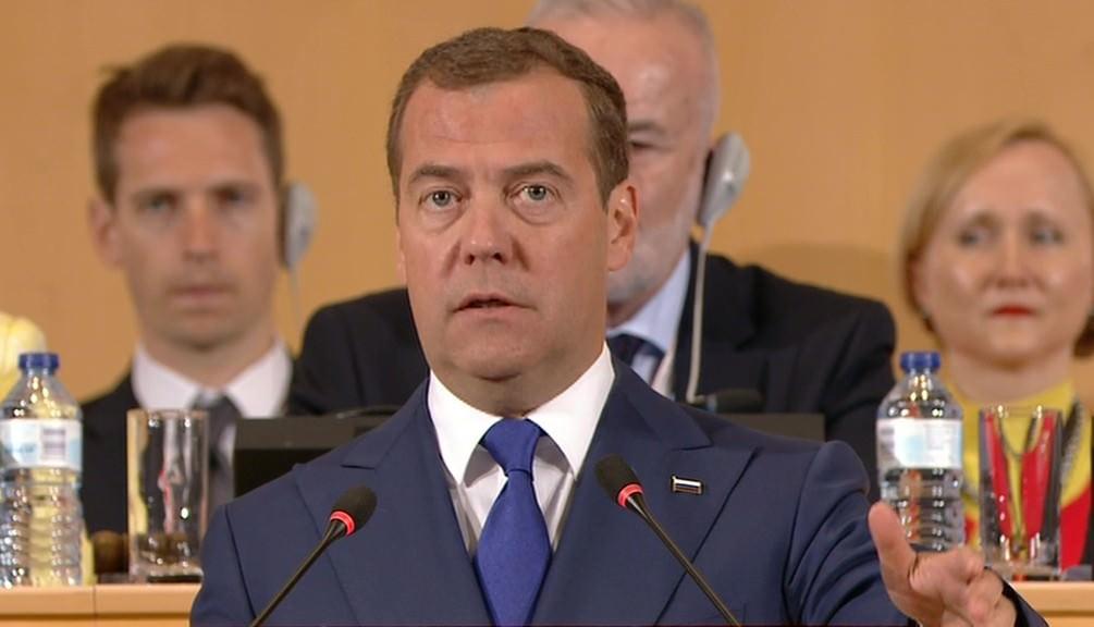 Медведев: будущее - за четырехдневной рабочей неделей