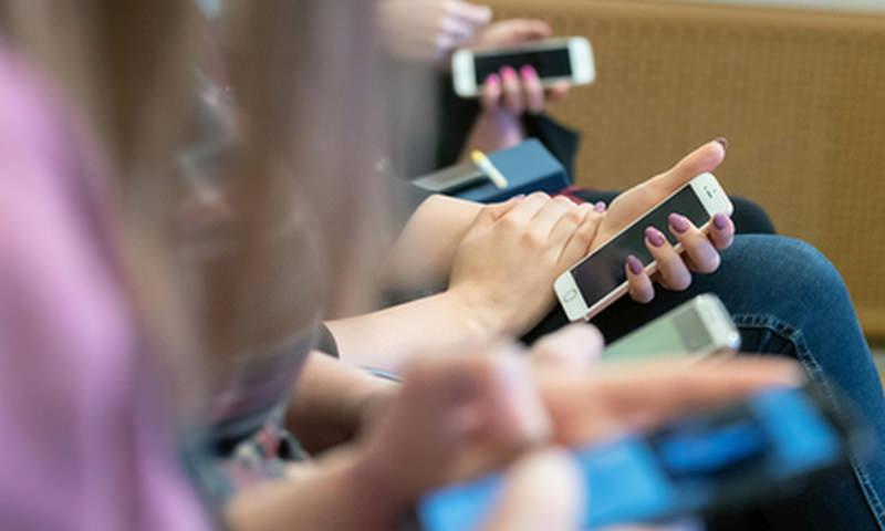 Правительство захотело собрать данные о соцсетях школьников и их родителей