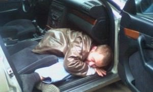 В Калининграде преступник заснул в обворованном автомобиле