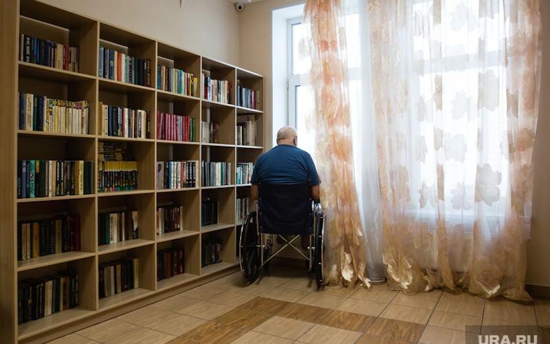 Соседи в многоэтaжке пожалели два рубля, чтобы инвалид мог выйти из дома