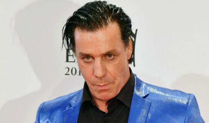 Лидер Rammstein сломал челюсть фанату, оскорбившему его подругу