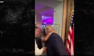 Трамп забрел на чужую свадьбу и полез целоваться