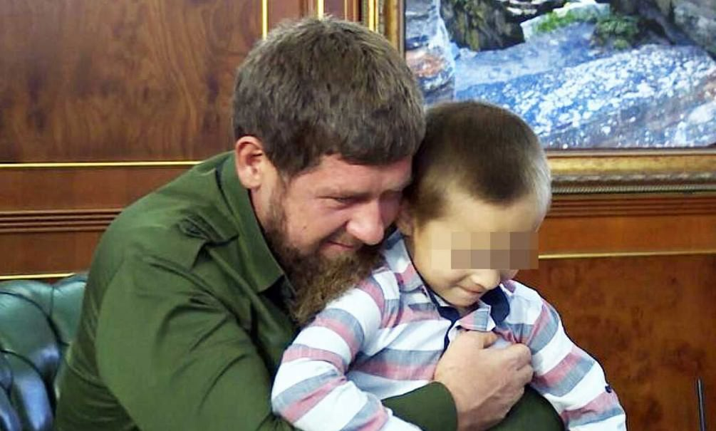 Кадыров доверил охрану шестилетнему смельчаку