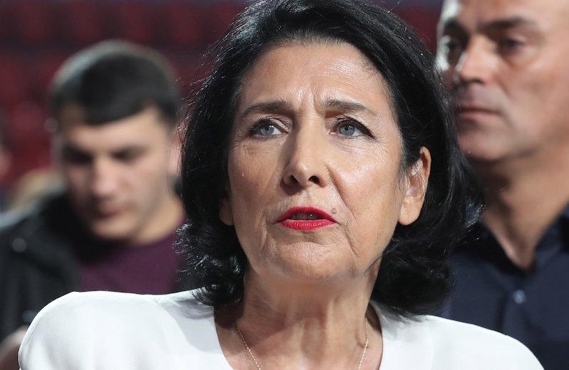 Публично нахамили - публично извиняйтесь: от президента Грузии требуют ответа