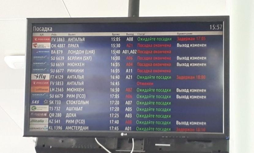 Невезучий рейс улетел, растеряв в аэропорту Санкт-Петербурга половину пассажиров