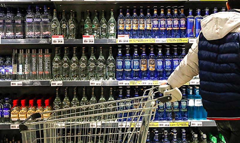 Минфин предлагает запретить продажу алкоголя лицам до 21 года