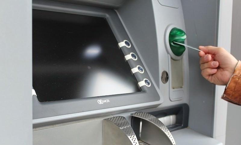 Сбербанк предупредил россиян про стрaны, где опасно пользоваться банкоматами