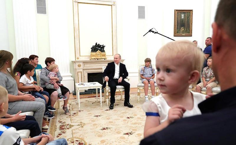 Детям в Кремле можно не соблюдать протокол
