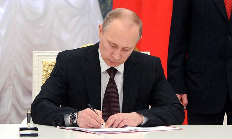Путин подписал закон об упрощении получения автономеров