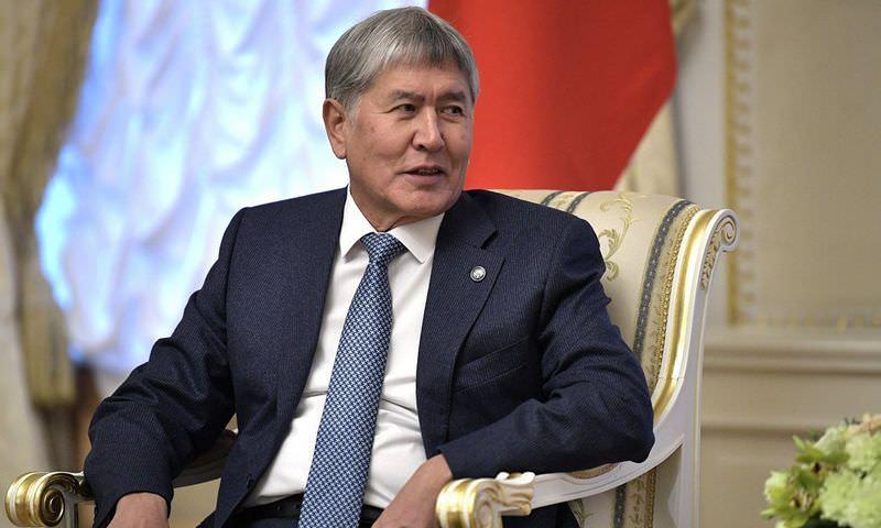 Атамбаев вылетел в Москву с российской авиабазы в Канте