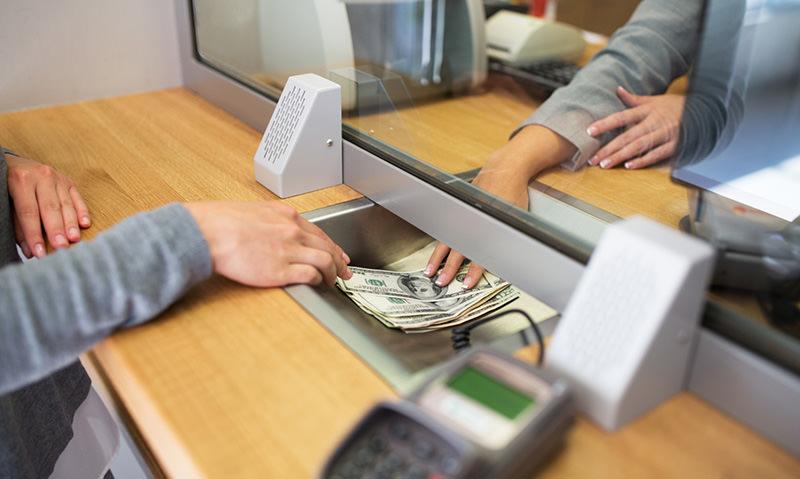 Кассирша обменного пункта сбежала с 41 млн рублей