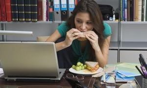 Россияне тратят основную часть зарплаты на еду