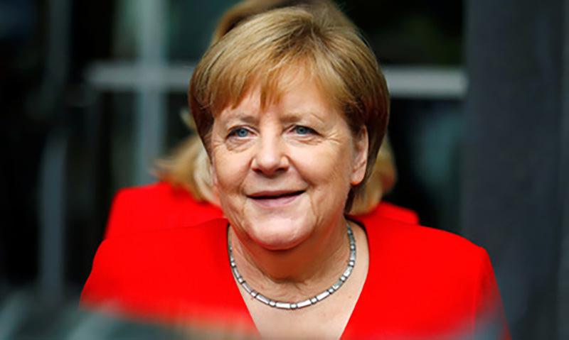 Дрожащую Меркель  отправили в длительный  отпуск