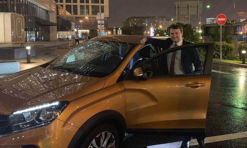 Министр Орешкин добрался до Тольятти на Lada и отметил, что дороги надо ремонтировать
