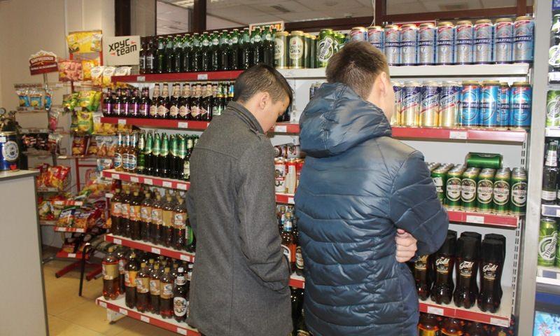 В Госдуму внесли проект закона о запрете продавать спиртное лицам младше 21 года