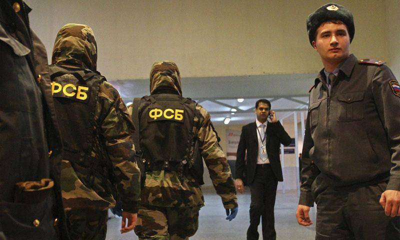 Сотрудники ФСБ рассовывали миллионы по бронежилетам