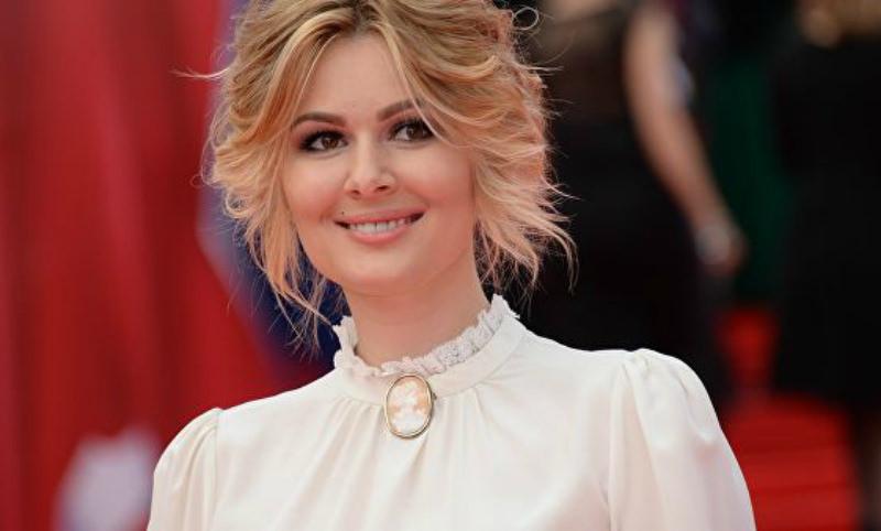 Кожевникова послала хейтеров, осудивших ее венчание без росписи в ЗАГСе