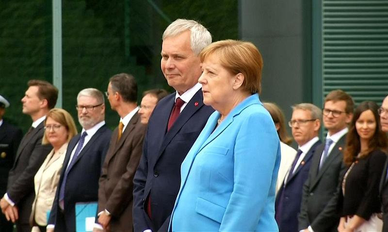 Меркель потряс третий приступ
