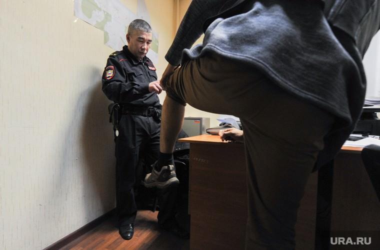 Более половины россиян считают «обычной практикой» подбрасывание наркотиков полицией