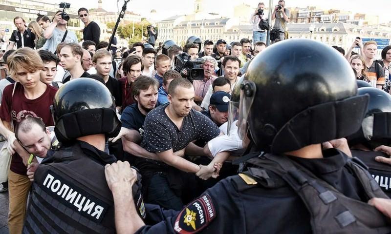 МВД: нанесогласованном митинге вМоскве задержаны 1074 человека