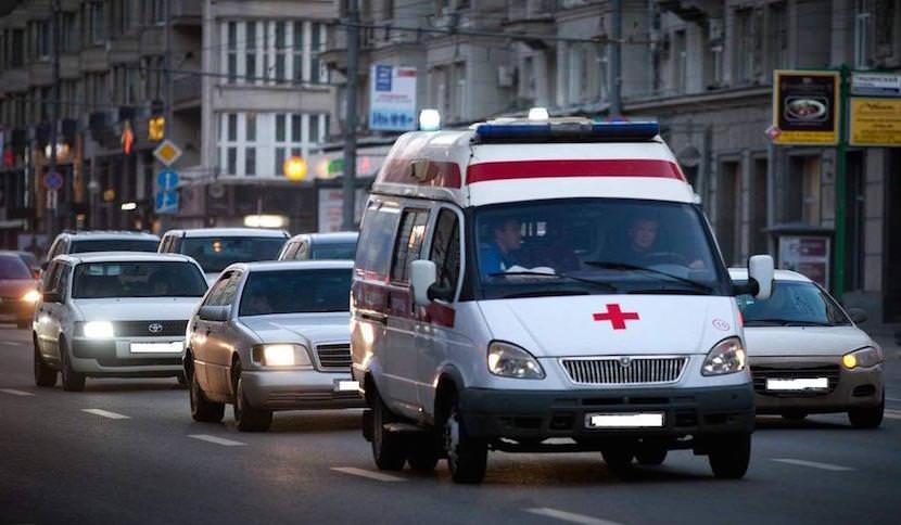 В Сочи водитель не уступил дорогу скорой помощи, ехавшей на экстренный вызов к 11-месячному младенцу