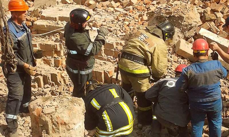Три человека погибли при обрушении стены в Новосибирске