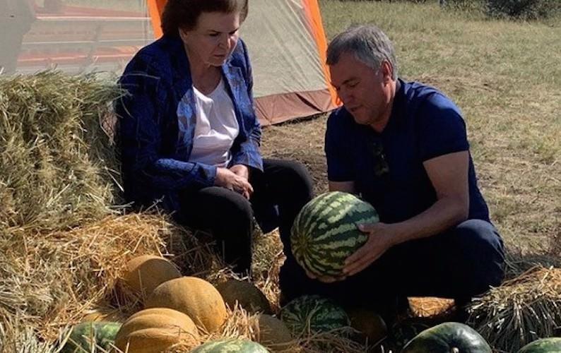 """""""Женщины слаще"""": Володин рассказал, чему научили бабушка с дедушкой"""