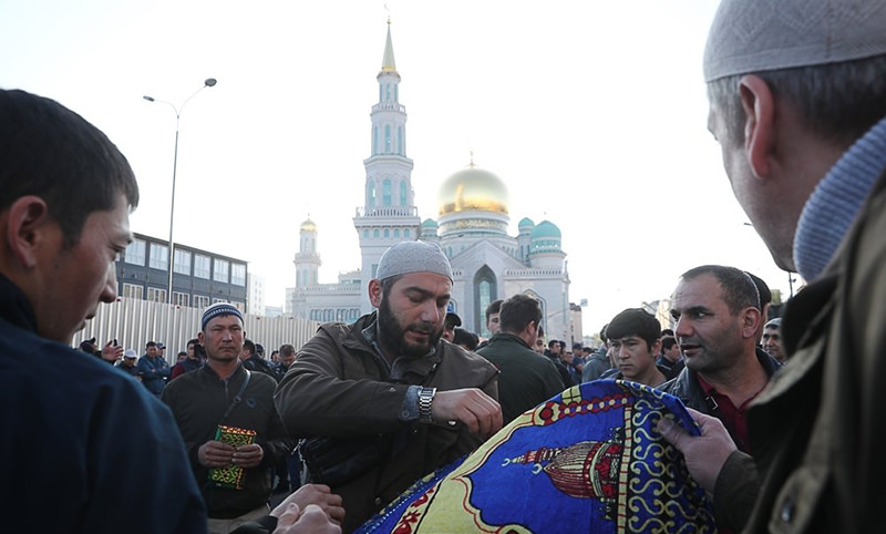 240 тысяч мусульман  отмечают Курбан-байрам  в Москве