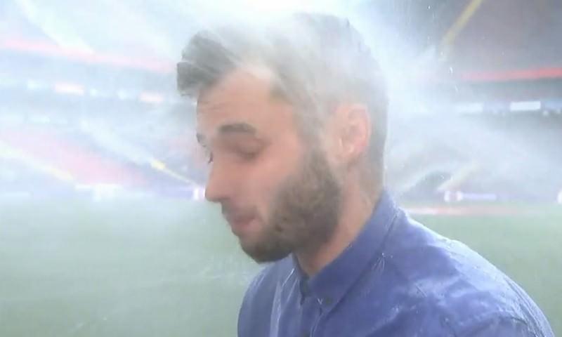 «Я сейчас стану мокрым». Корреспондент «Матч ТВ» попал под струю воды