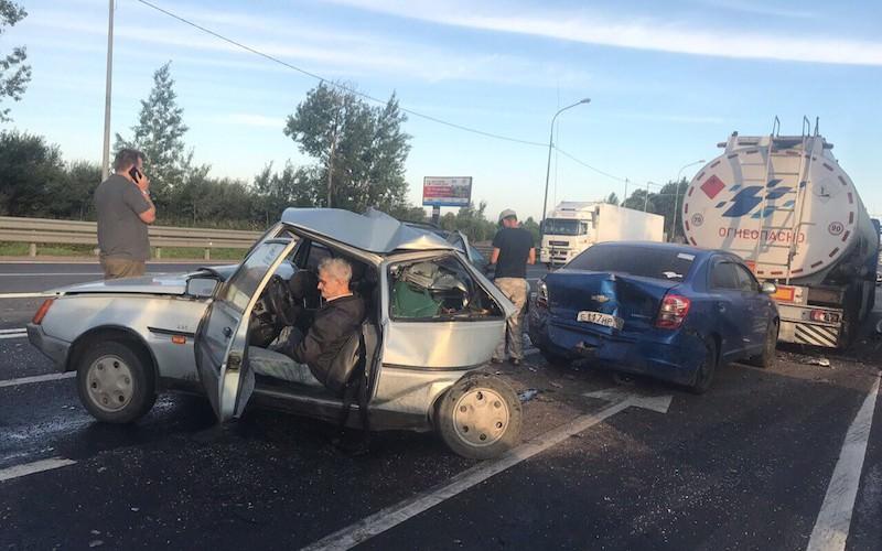 Россияне решили собрать деньги на новую машину дедушке, пострадавшему в ДТП с бензовозом