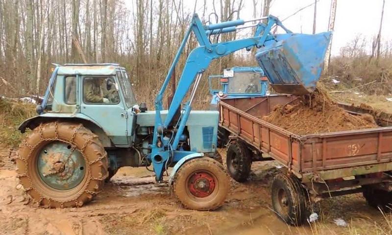 Глава сельсовета в Сибири украл трактор у своего села для оплаты учебы