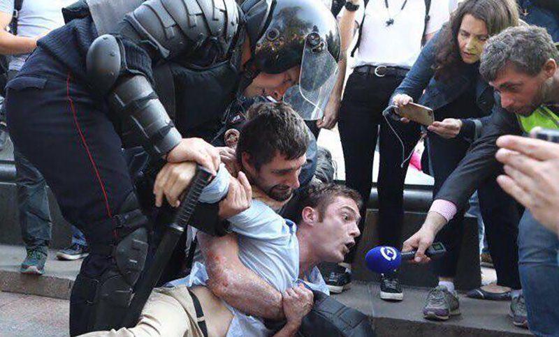 Более 600 задержанных  на несанкционированном  митинге в Москве